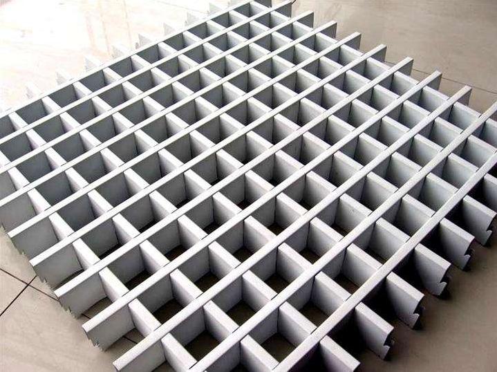 氟碳铝单板有着防水不易变形的优点